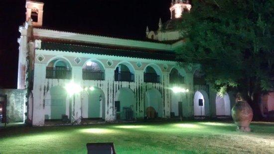 Jesus Maria, Argentina: Cuenta con eventos culturales nocturnos.