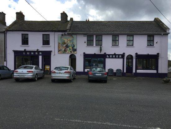 Shannonbridge, أيرلندا: Front of Pub