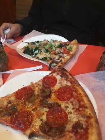 Luigi's Gourmet Pizza: photo1.jpg