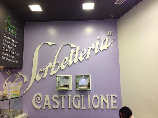 La Sorbetteria Castiglione: insegna all'interno