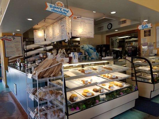 Splash Cafe and Artisan Bakery: Bakery counter