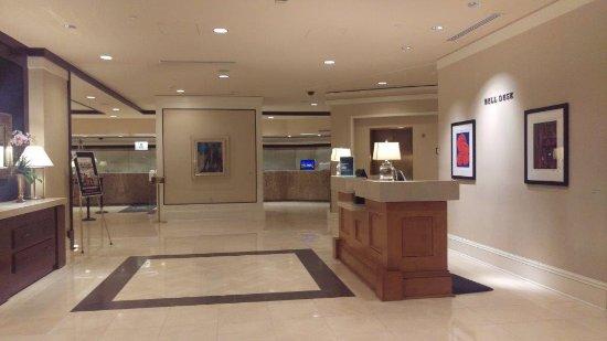 Sheraton Seattle Hotel: Front lobby