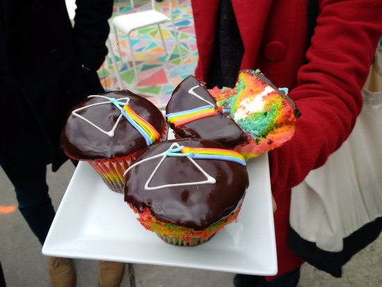 Tasty Tours : The Art of the Cupcake! Dark Side of The Moon cupcakes from Wanda's Pie in the Sky Vegetarian ba