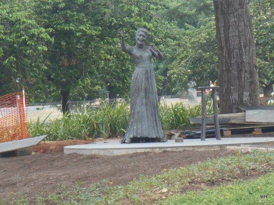 Elis Regina Statue