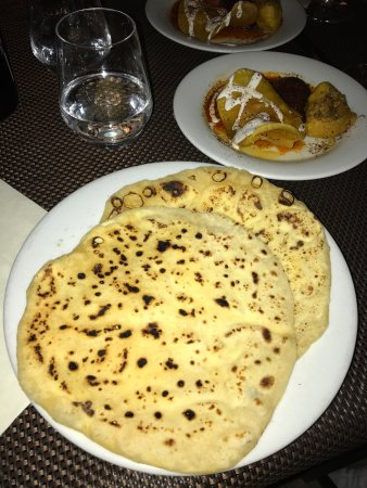 Repas entre amis picture of afghanistan paris tripadvisor for Repas facile amis