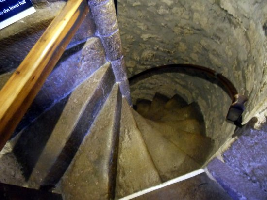 Kendal, UK: Sizergh Castle, ancient stone staircase