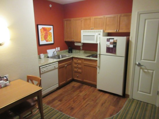 Residence Inn Cape Canaveral Cocoa Beach: Kitchen area