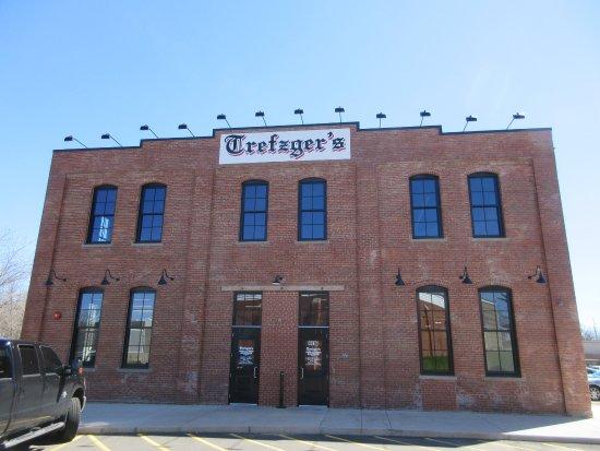 พีโอเรีย, อิลลินอยส์: Trefzgers' New Building