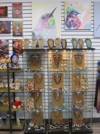 Courtenay, Canadá: We carry a wide variety of Sterling Silver jewelry along with Stainless Steel.