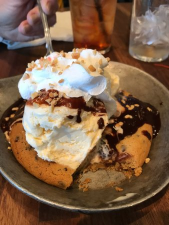 Cheddar's: Great dessert for two