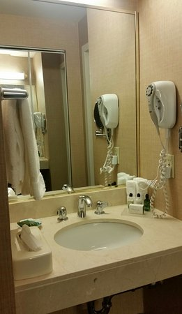 Great stay: Super clean, well located, nice staff  and amazing price !