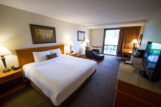 Okoboji, IA: King Golf Guest Room