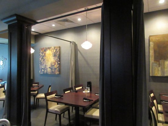 East Peoria, Илинойс: Main Dining Area: Private Seating