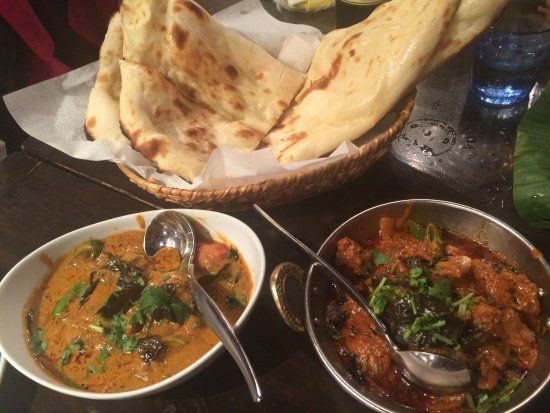 Dhaba India: curries and plan naan
