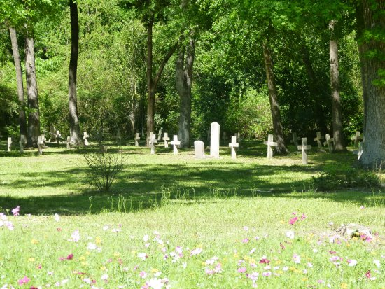 Huntsville, TX: Unidentified graves marked with headstones made by prison inmates