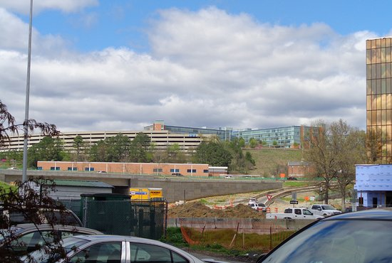 Days Inn Chattanooga-Rivergate : View from parking lot towards the interstate construction.