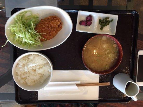 Minamitsuru-gun, Japón: 豚汁定食(コロッケ)