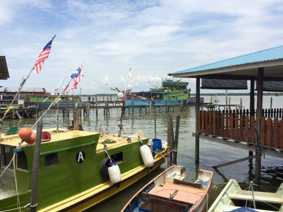 Muara Tebas Seafood Restaurant : View from the dining area