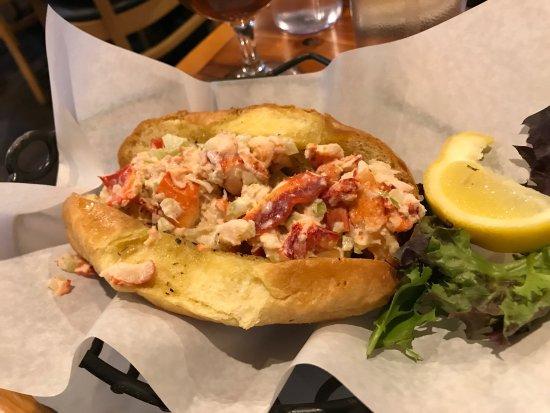 Sayville, NY: Oysters, crab stuffed jumbo shrimp, lobster roll, mini key lime pie