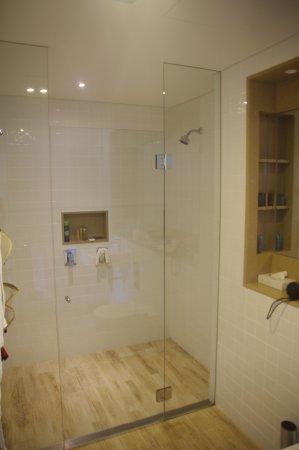 Barooga, Australia: double shower