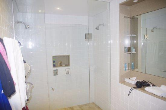 Barooga, Australia: shower