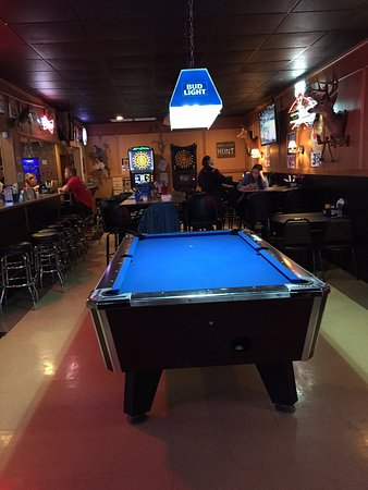 Rochelle, IL: A look south into the restaurant. 1 Pool Table (nice) and 2 dart games.