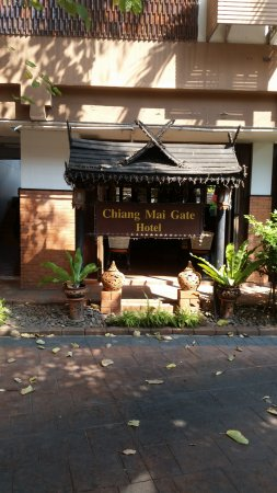 Chiang Mai Gate Hotel: Entrance sign
