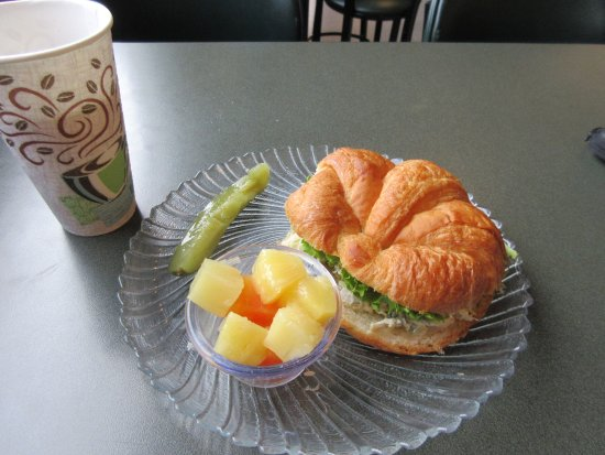Chillicothe, إلينوي: Chicken Salad on a Croissant