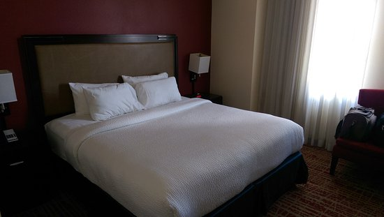 Courtyard Fort Worth Downtown/Blackstone: Super comfy bed - our favorite thing about the place!