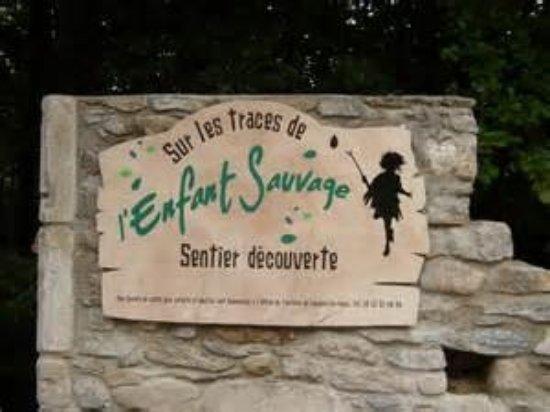 Lacaune, France: entrée du sentier, route de castres