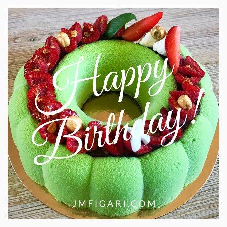 Figari, Francia: Un gâteau d'anniversaire coloré pour un événement festif !