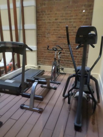 Hotel de la Opera: Exercise room near the pool