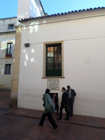 Hotel de la Opera: Escape window for Simon Bolivar right across from front door