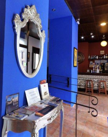 Alcaudete, Spain: Entrada,  recepción y cafetería