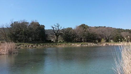 Ampus, France : vue de l'étang