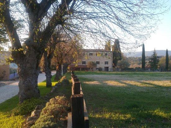 Ampus, France : Vue du batiment qui abrite 4 appartements