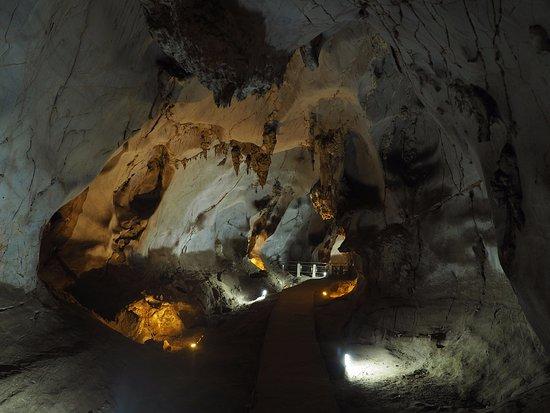San Kamphaeng, Thailand: vstup do jeskyně Muang