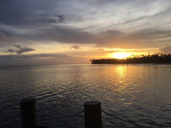 โคโคนัทบีชคลับ: View from our very large deck over the water