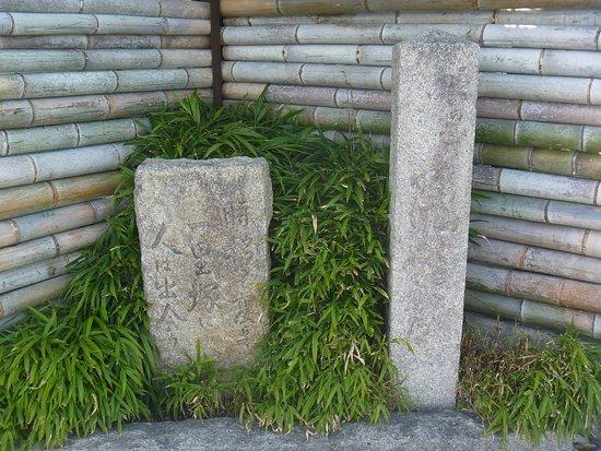 Ichirizuka Monument