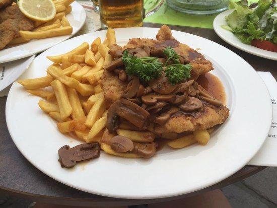 Ratskeller: jaeger schnitzel