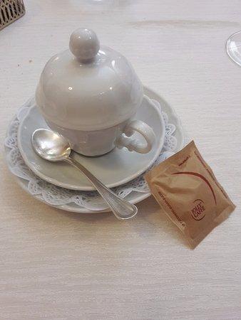 Ristorante Enoteca Del Duca: la particolare tazzina con cui viene servito il caffe