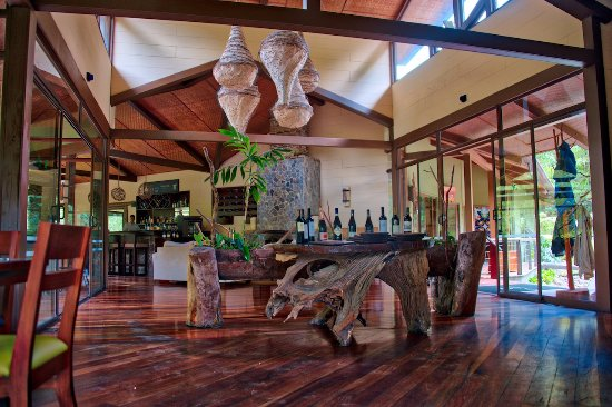 Bajos del Toro, Costa Rica: Entrance and bar area.