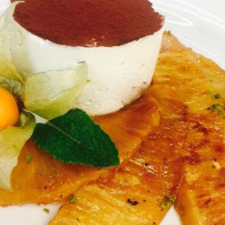 Alte Wache: Zitronengras-Tiramisu mit karamelisierter Ananas.