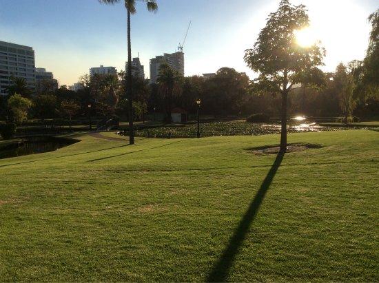 Queens Gardens : photo1.jpg