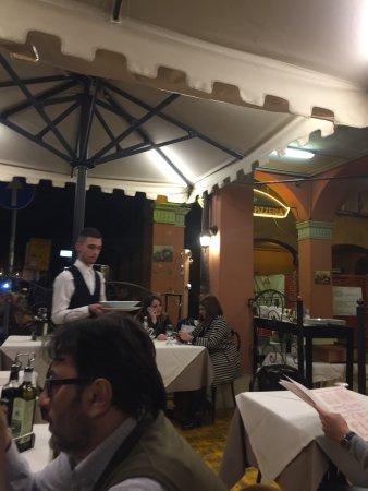 Pizzeria il portico bologna restoran yorumlar for Il portico pizzeria bologna