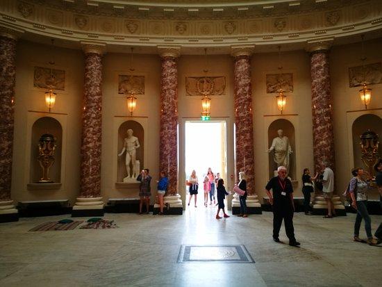 Stowe House: Atrium with Roman/Greek sculptures