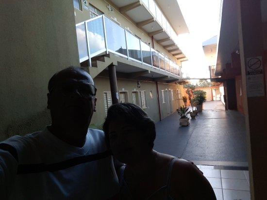 Colinas do Tocantins, TO: Corredor acesso estacionamento