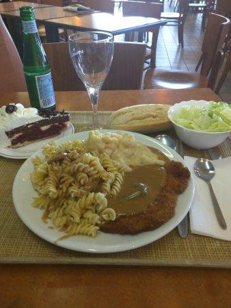 Le Chesnoy Restaurants