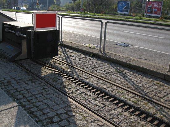 Zahnradbahn: Zahnstange zwischen den Schienen