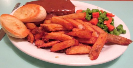 Minden, Canadá: Meatloaf with fries, vegetables and garlic bread
